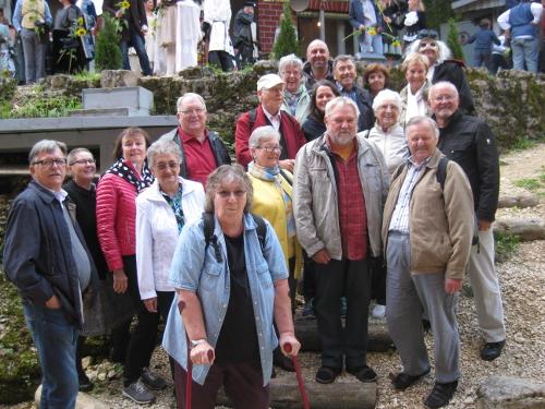 Abbildung: Gruppenbild der Mitglieder des Stoma-Treff Zollernalb beim Besuch des Naturtheaters