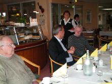 Foto: Die Teilnahmer des Stoma-Treff Hamburg beim Besuch der Rehaklinik Röpersberg